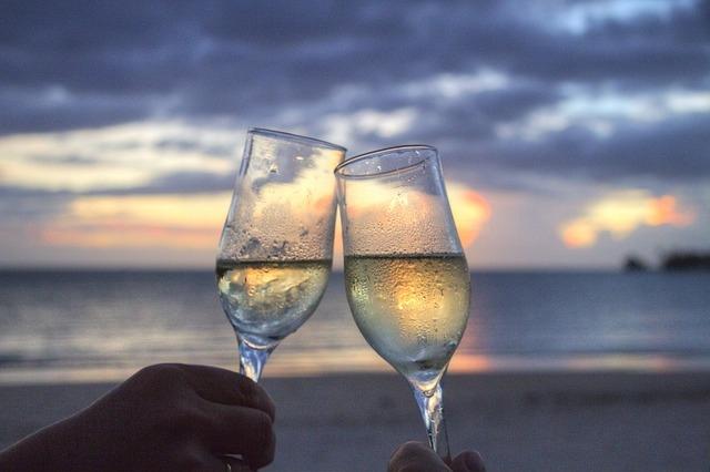champagne glasses cheers