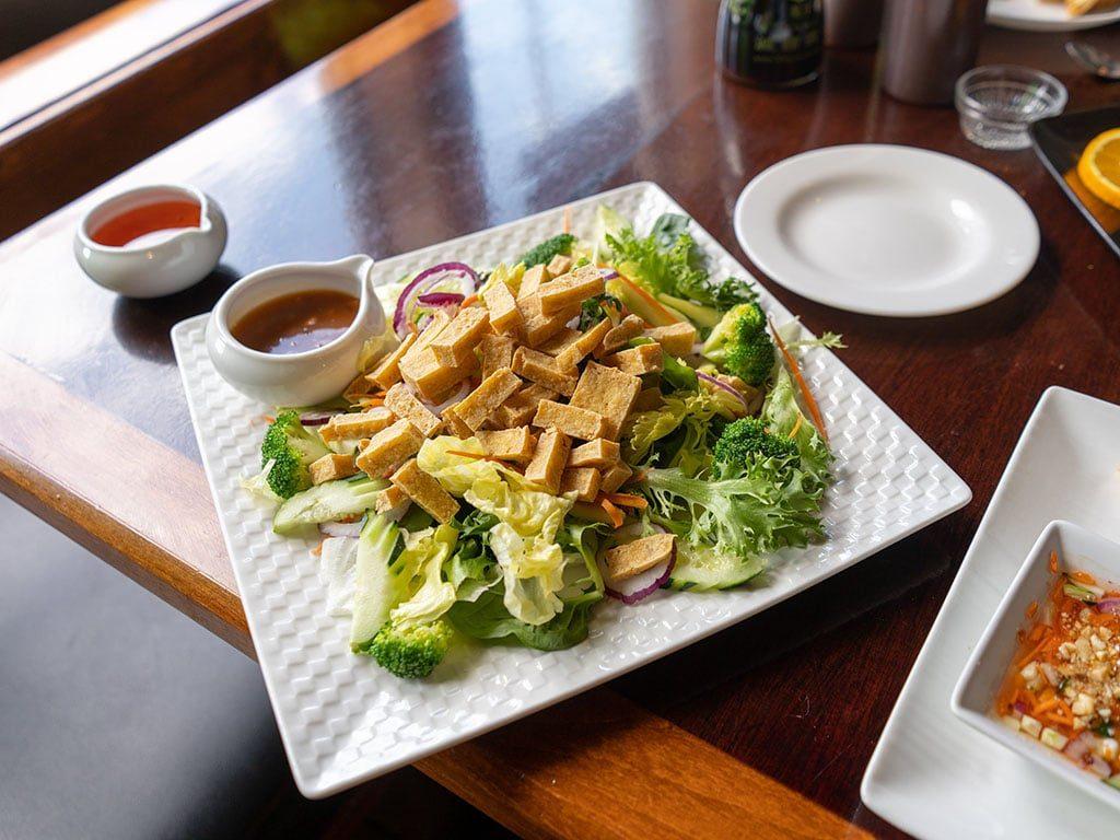 FAV Bistro - tofu salad